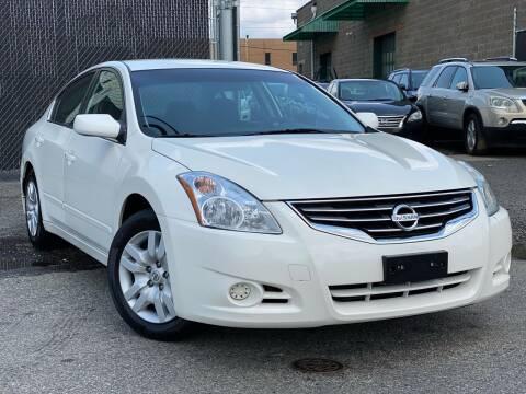2011 Nissan Altima for sale at Illinois Auto Sales in Paterson NJ