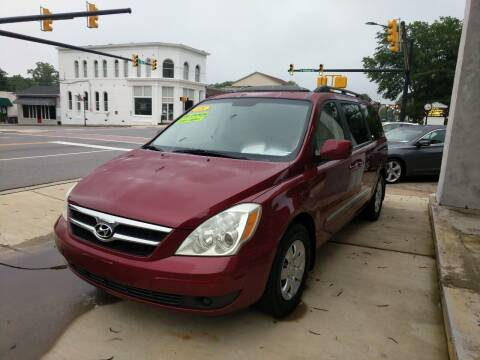 2008 Hyundai Entourage for sale at ROBINSON AUTO BROKERS in Dallas NC