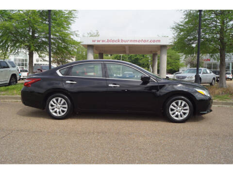 2018 Nissan Altima for sale at BLACKBURN MOTOR CO in Vicksburg MS