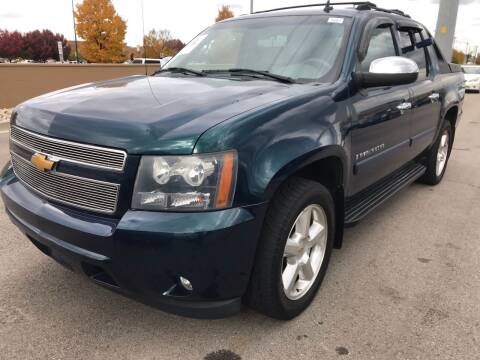 2007 Chevrolet Avalanche for sale at New Wave Auto Brokers & Sales in Denver CO