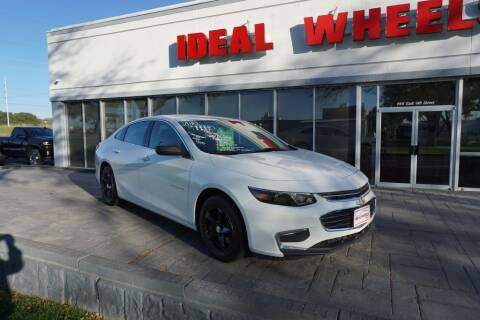 2018 Chevrolet Malibu for sale at Ideal Wheels in Sioux City IA