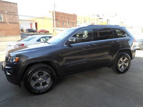 2017 Jeep Grand Cherokee for sale at River City Auto Center LLC in Chester IL