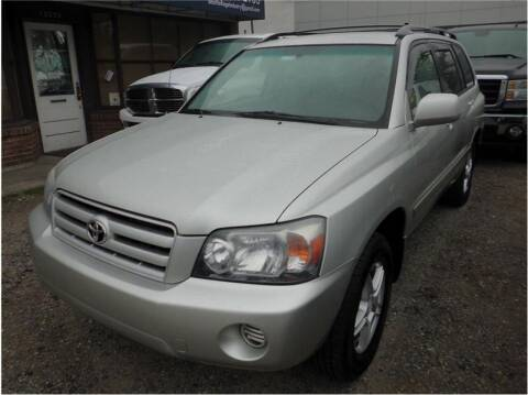 2004 Toyota Highlander for sale at Klean Carz in Seattle WA