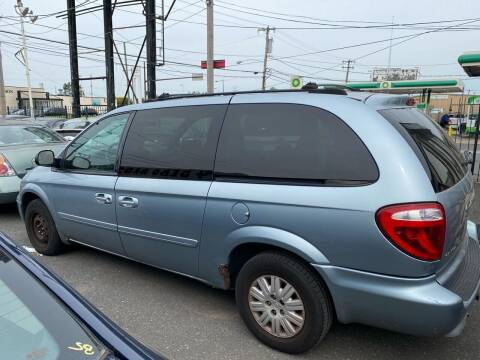 2005 Chrysler Town and Country for sale at Debo Bros Auto Sales in Philadelphia PA