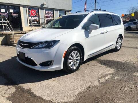 2018 Chrysler Pacifica for sale at Bagwell Motors in Lowell AR