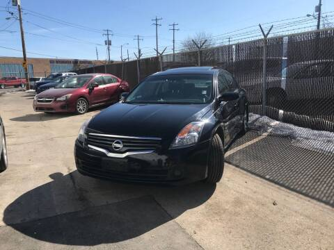 2008 Nissan Altima for sale at Square Business Automotive in Milwaukee WI