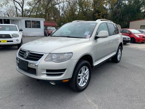 2009 Volkswagen Touareg 2 for sale at Diana Rico LLC in Dalton GA
