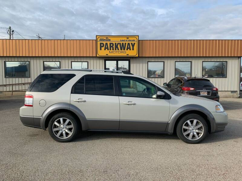 2008 Ford Taurus X for sale at Parkway Motors in Springfield IL