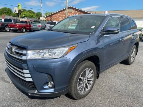 2018 Toyota Highlander for sale at Modern Automotive in Boiling Springs SC
