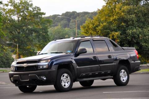 2005 Chevrolet Avalanche for sale at T CAR CARE INC in Philadelphia PA