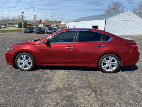 2016 Nissan Altima for sale at Diede's Used Cars in Canistota SD