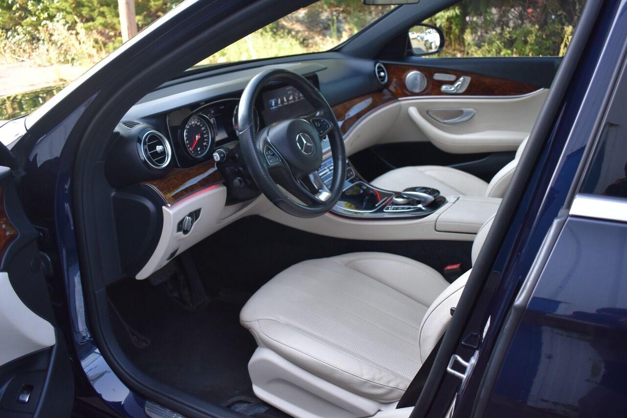 2017 Mercedes-Benz E-Class E 300 4MATIC AWD 4dr Sedan full