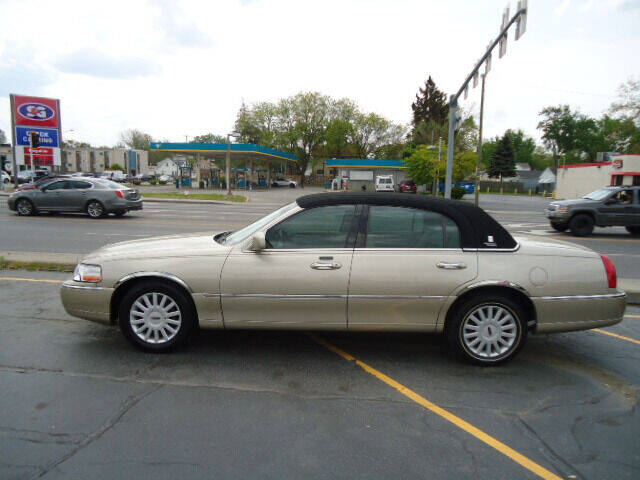 2005 Lincoln Town Car for sale in Toledo, OH