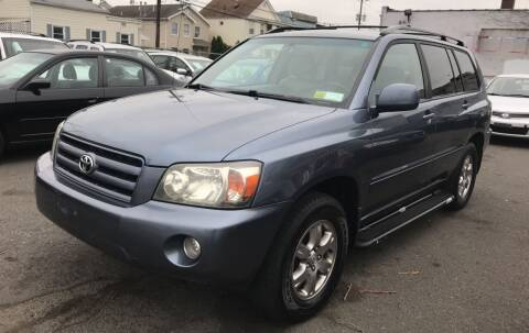2004 Toyota Highlander for sale at SUNSHINE AUTO SALES LLC in Paterson NJ