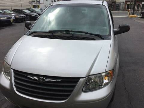 2006 Chrysler Town and Country for sale at Xpress Auto Sales & Service in Atlantic City NJ