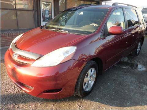 2008 Toyota Sienna for sale at Klean Carz in Seattle WA