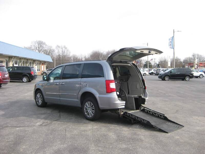 2014 Chrysler Town and Country for sale at McCrocklin Mobility in Middletown IN