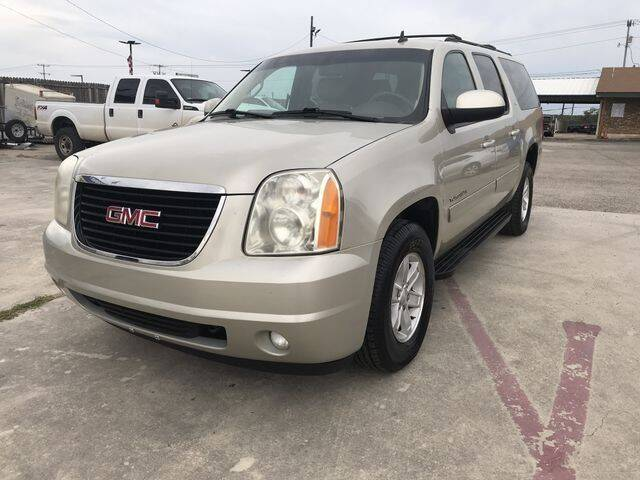 2014 GMC Yukon XL for sale at RIVERCITYAUTOFINANCE.COM in New Braunfels TX