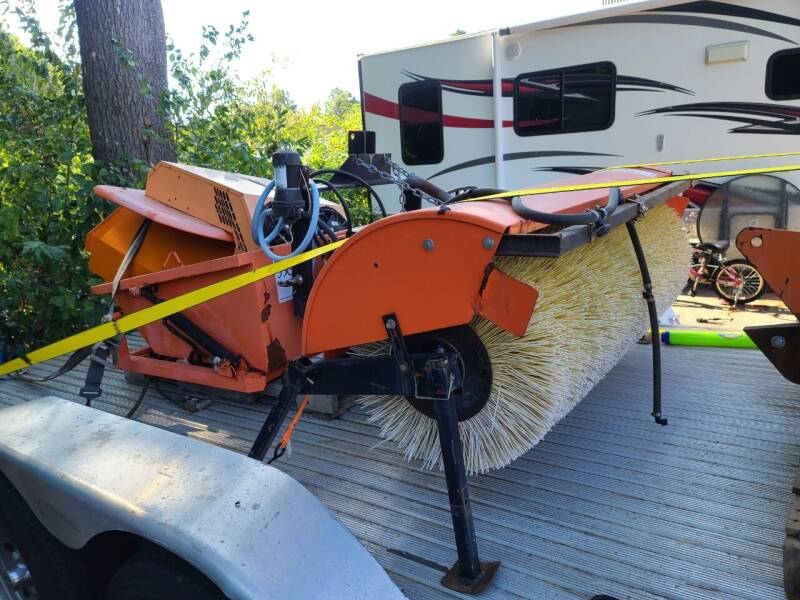 2003 HOLDER 202 TOOL CARRIER  - Hopedale MA