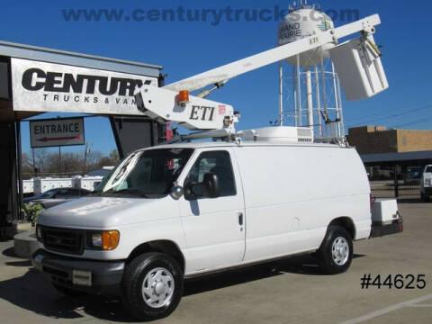 2005 Ford E-Series Cargo for sale at CENTURY TRUCKS & VANS in Grand Prairie TX
