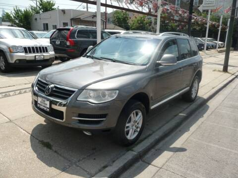 2009 Volkswagen Touareg 2 for sale at Car Center in Chicago IL