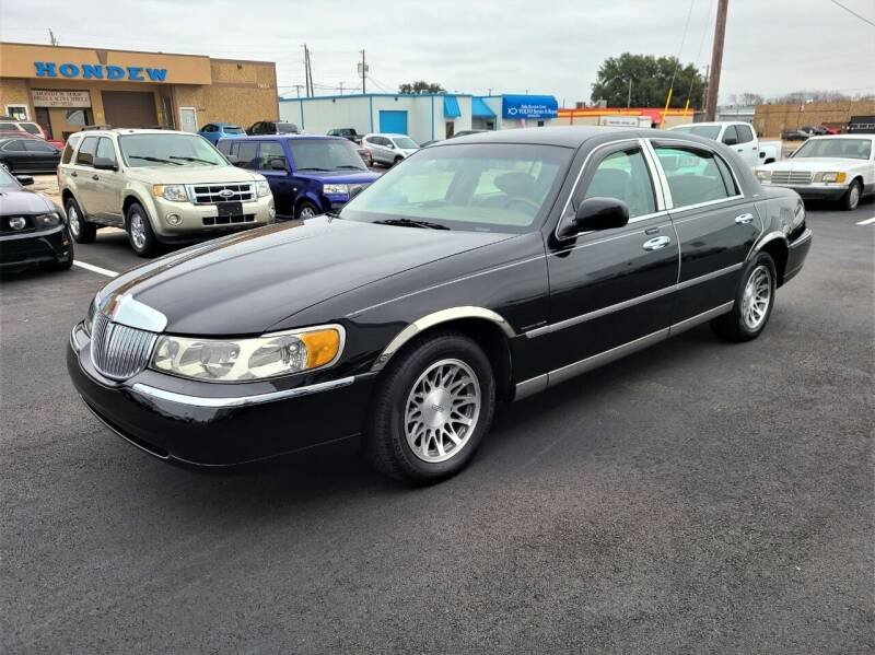 2001 Lincoln Town Car for sale at Image Auto Sales in Dallas TX