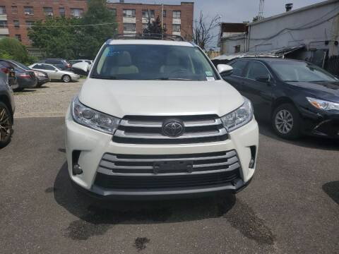 2018 Toyota Highlander for sale at OFIER AUTO SALES in Freeport NY