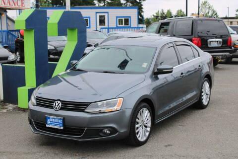 2013 Volkswagen Jetta for sale at BAYSIDE AUTO SALES in Everett WA