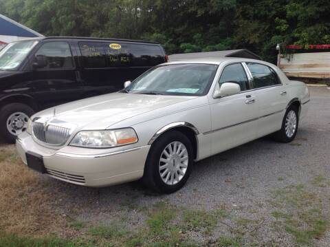 2004 Lincoln Town Car for sale at GIB'S AUTO SALES in Tahlequah OK