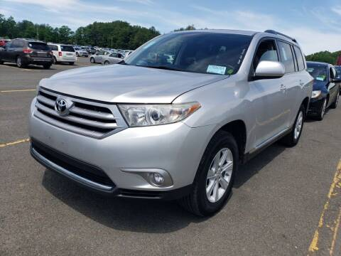 2012 Toyota Highlander for sale at The Car Cove, LLC in Muncie IN