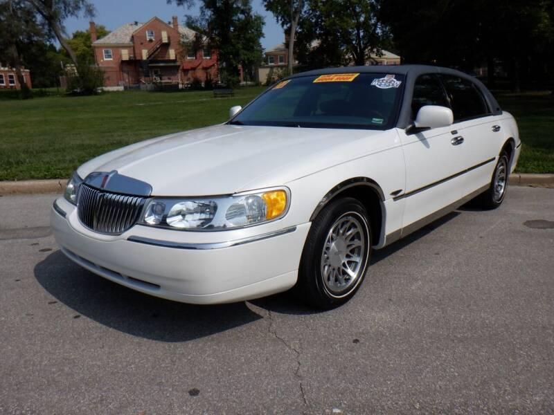 2002 Lincoln Town Car for sale at RENNSPORT Kansas City in Kansas City MO