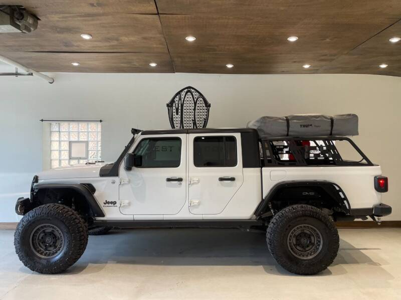 2020 Jeep Gladiator for sale at Midwest Car Connect in Villa Park IL