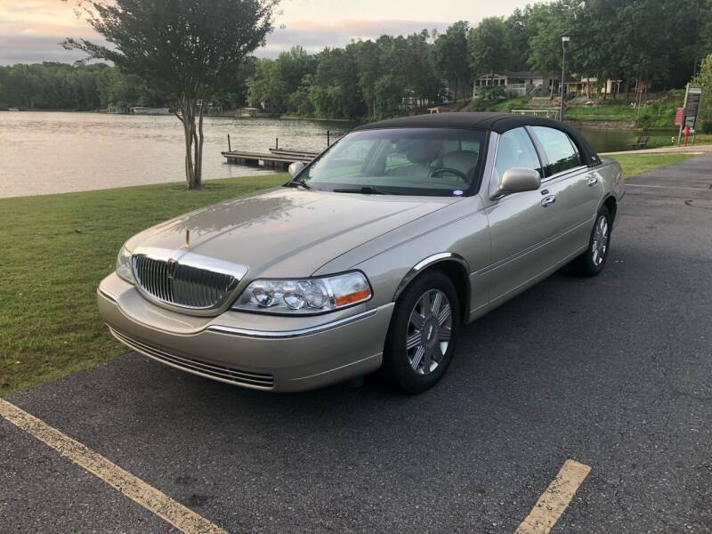 2005 Lincoln Town Car for sale at Village Wholesale in Hot Springs Village AR