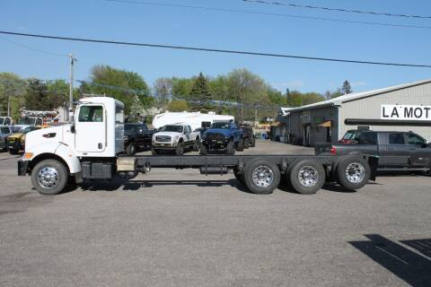 2005 Peterbilt 335 for sale at LA MOTORSPORTS in Windom MN