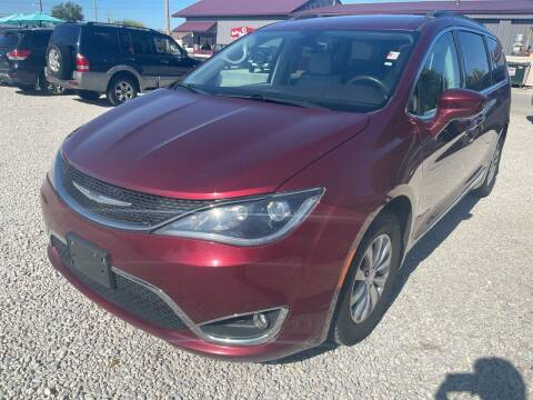 2017 Chrysler Pacifica for sale at Davidson Auto Deals in Syracuse IN