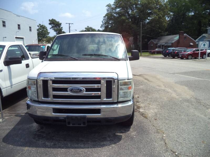 2009 Ford E-Series Wagon for sale at H and H Truck Center in Newport News VA