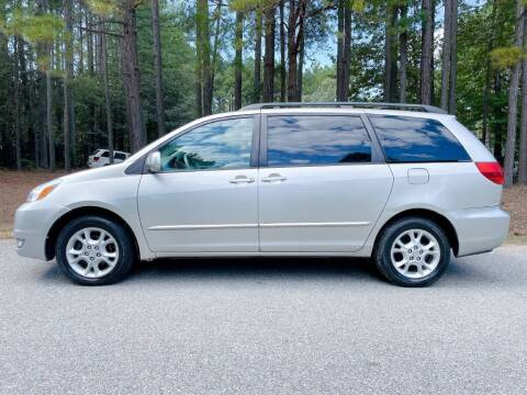 2004 Toyota Sienna for sale at H&C Auto in Oilville VA