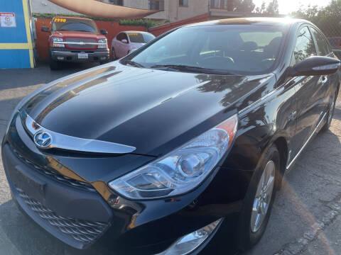 2012 Hyundai Sonata Hybrid for sale at CARZ in San Diego CA