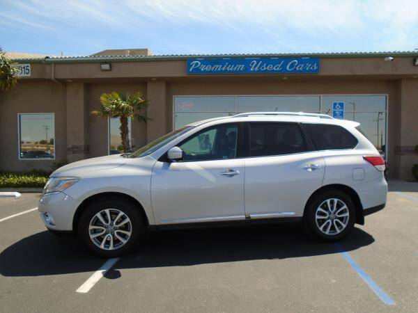 2015 Nissan Pathfinder for sale at Family Auto Sales in Victorville CA