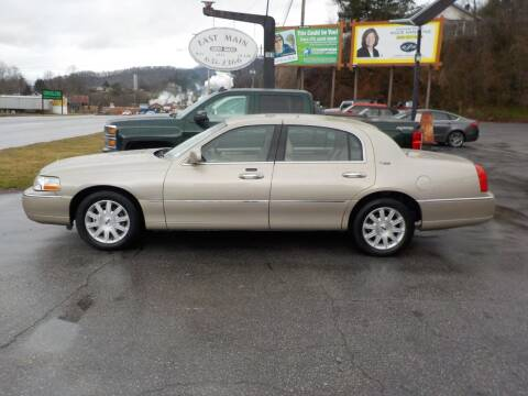 2008 Lincoln Town Car for sale at EAST MAIN AUTO SALES in Sylva NC