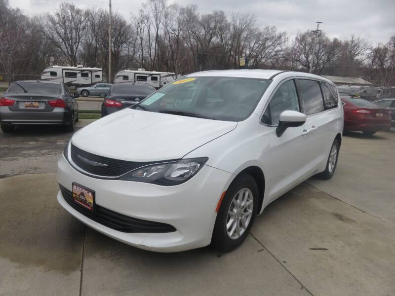 2017 Chrysler Pacifica for sale at Azteca Auto Sales LLC in Des Moines IA