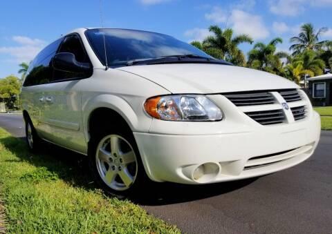 2005 Dodge Grand Caravan for sale at M.D.V. INTERNATIONAL AUTO CORP in Fort Lauderdale FL