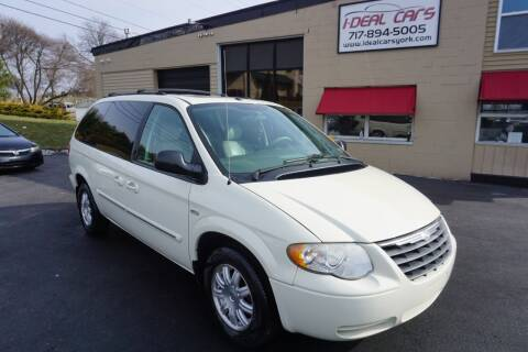 2007 Chrysler Town and Country for sale at I-Deal Cars LLC in York PA