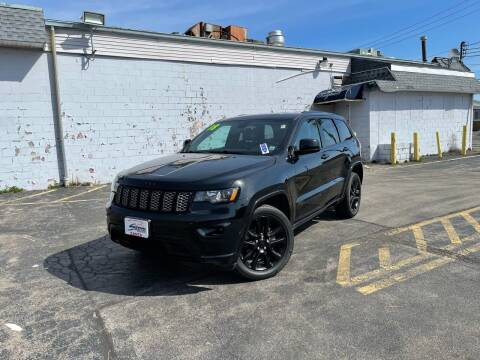 2018 Jeep Grand Cherokee for sale at Santa Motors Inc in Rochester NY
