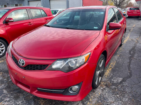 2012 Toyota Camry for sale at Best Deal Motors in Saint Charles MO