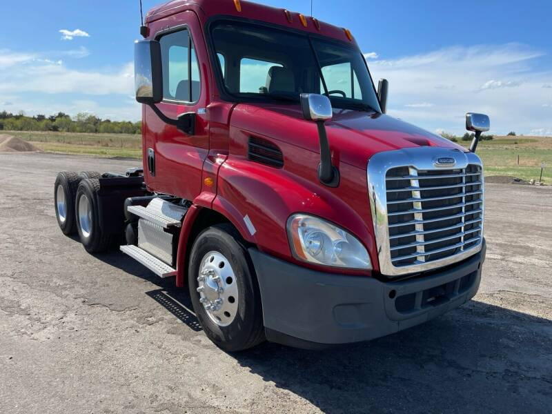 2013 Freightliner Cascadia for sale at Money Trucks Inc in Hill City KS