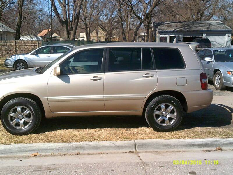 2004 Toyota Highlander for sale at D & D Auto Sales in Topeka KS