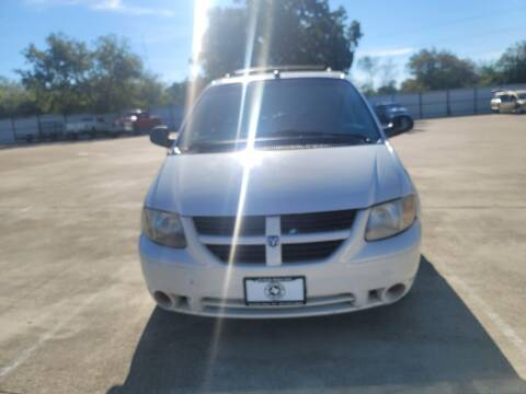 2005 Dodge Grand Caravan for sale at JJ Auto Sales LLC in Haltom City TX