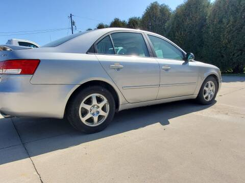 2006 Hyundai Sonata for sale at The Auto Shoppe Inc. in New Vienna IA