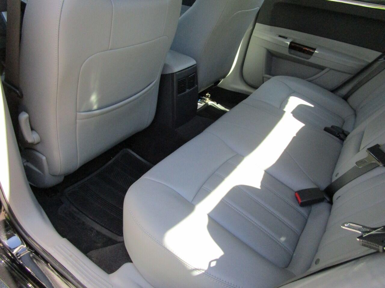 2006 Chrysler 300 58